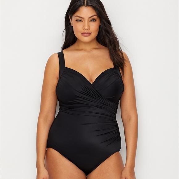 Women/'s Swimwear Miraclesuit Lush Lanai Life Brio Underwire One-Piece